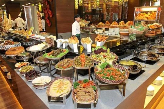 midnight buffet at 5 stars - Things To Do in Mumbai