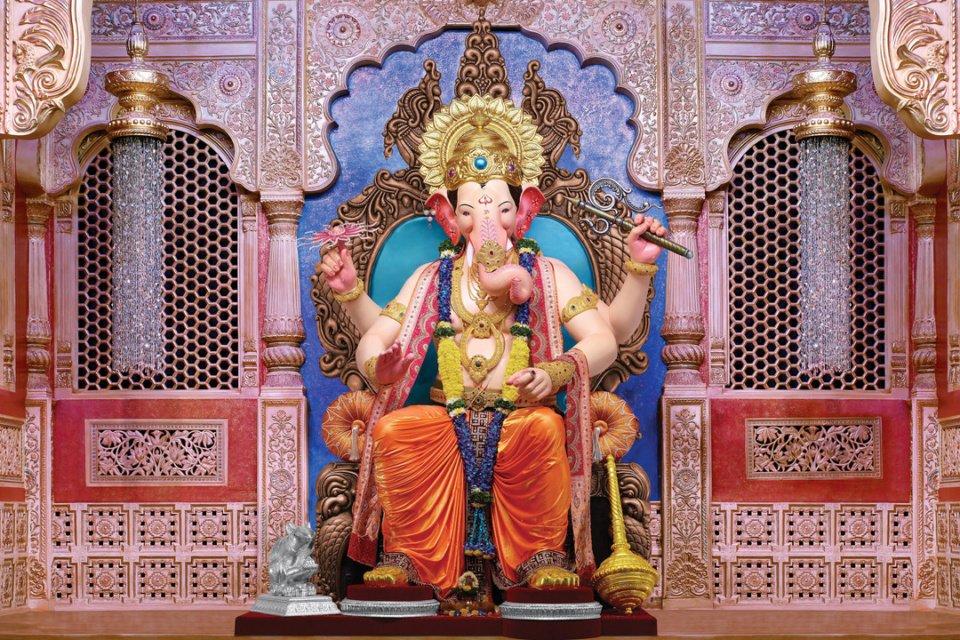 ganesh mandals in Mumbai : lalbaug cha raja