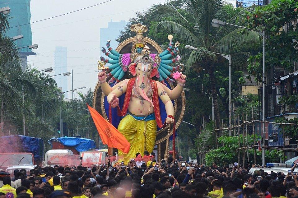 Ganesh Mandals in Mumbai : Parel Cha Raja