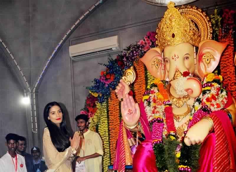Ganesh Mandals in Mumbai : Andheri Cha Raja