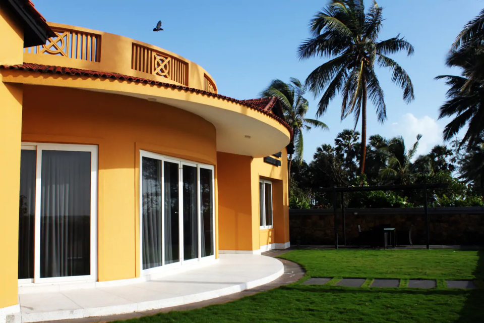 Villas in Mumbai - The Yellow House